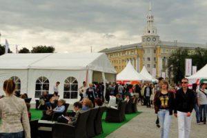 Leseinsel und Pavillons auf dem Leninplatz